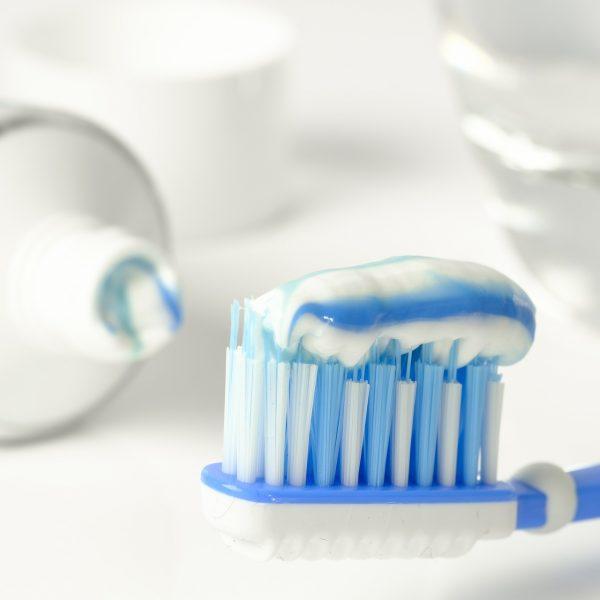 toothpaste-3067569_1920